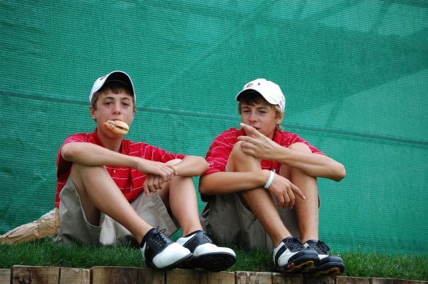 Justin Thomas (Left) and Jordan Spieth at a tournament in 2007. | Photo via Facebook.com