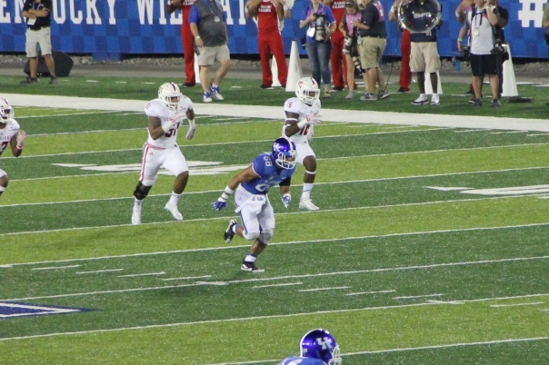 Charles Walker on the kickoff return team for UK | Photo by Jana Bollinger